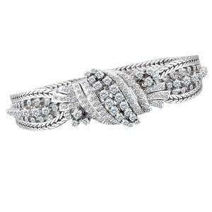Diamond bracelet in 18k white gold w/ app. 2 carats in diamonds.