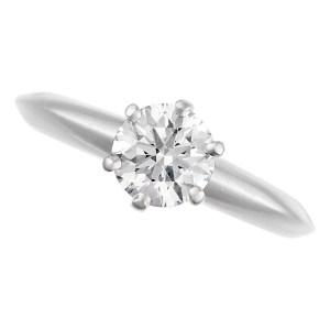 Tiffany diamond engagement ring in platinum. 0.88 ct diamond I color, VS2 clarity