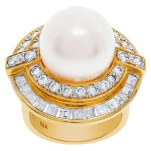 South Sea Pearl diamond ring in 18K with diamonds. 2.22 carats in diamonds