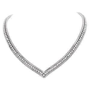 """Diamond """"V"""" necklace in 14k white gold"""
