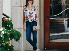 Your Ultimate Guide - How To Wear Mom Jeans Like The Stars