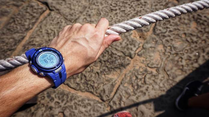 Top 10 Survival Watches To Help You Outlive The Zombie Apocalypse – Choose Wisely