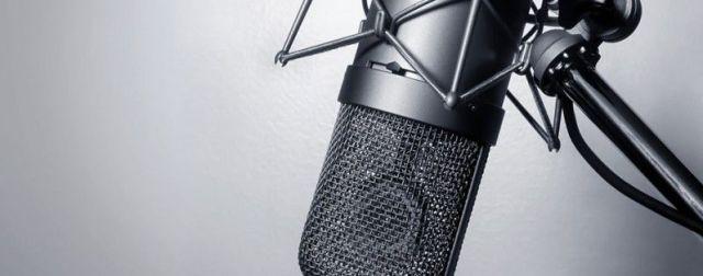 Microphone-in-a-home-studio-800x314