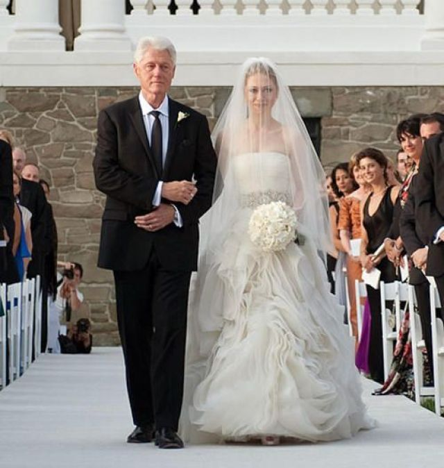 Chelsea-Clinton-s-Vera-Wang-Wedding-Gown-Was-Beautiful-and-Elegant_feature_article_horizontal