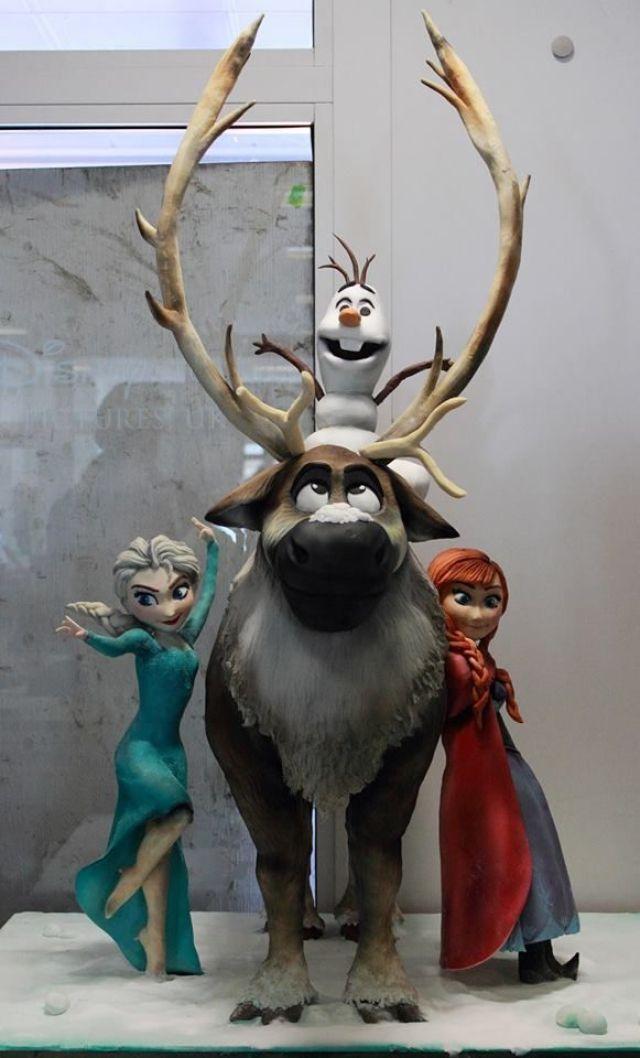 Sculpted-Disney-Frozen-Cake