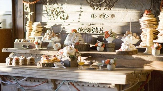 diy-winter-wedding-ideas-decor-event-styling-photo-shoot-rustic-dessert-table-breakfast-eely-fair-photography-wednesday-design-06