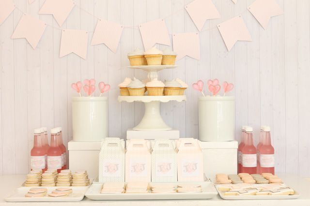 pink-and-grey-dessert-table