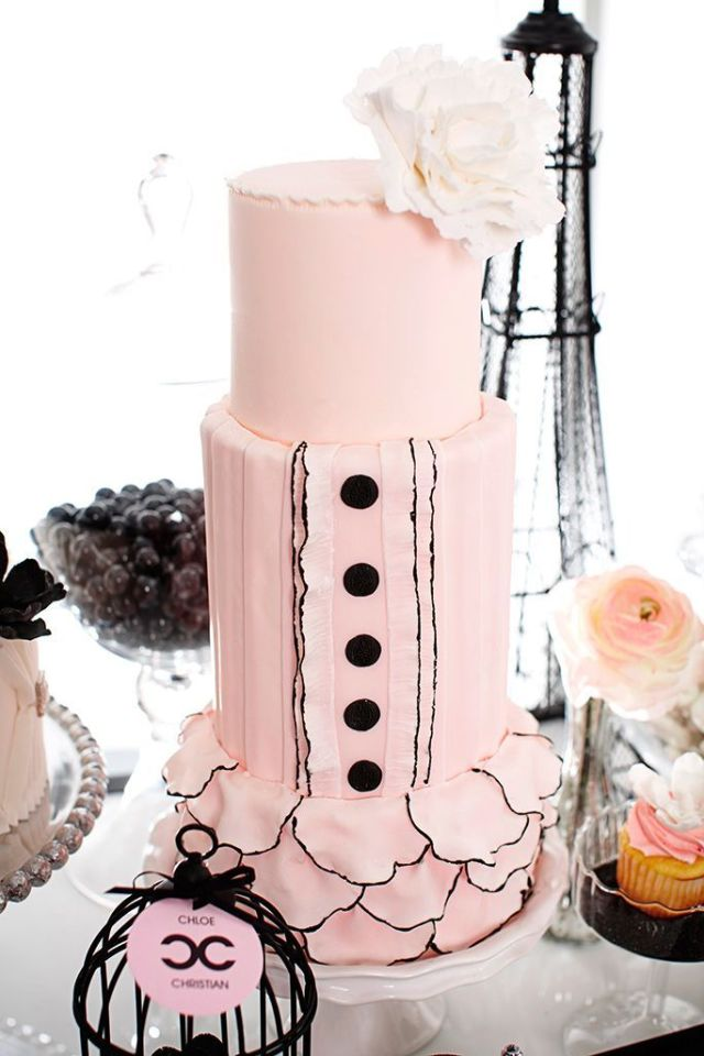 Coco-Chanel-Inspired-Wedding-Cake