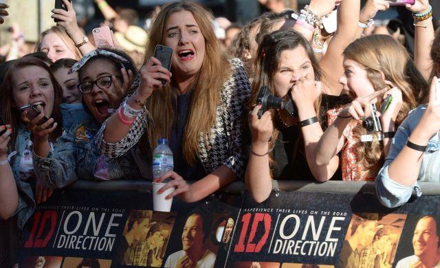 One-Direction-Fans-01-GQ-21Aug13_pa_b_1445x878