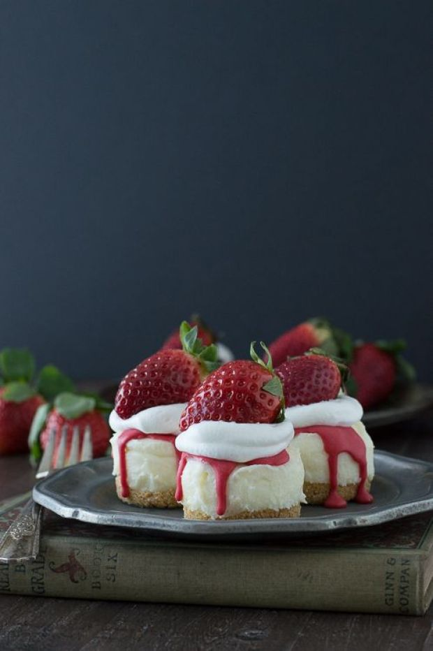 No-Bake-White-Chocolate-Strawberry-Cheesecakes-6B.jpg