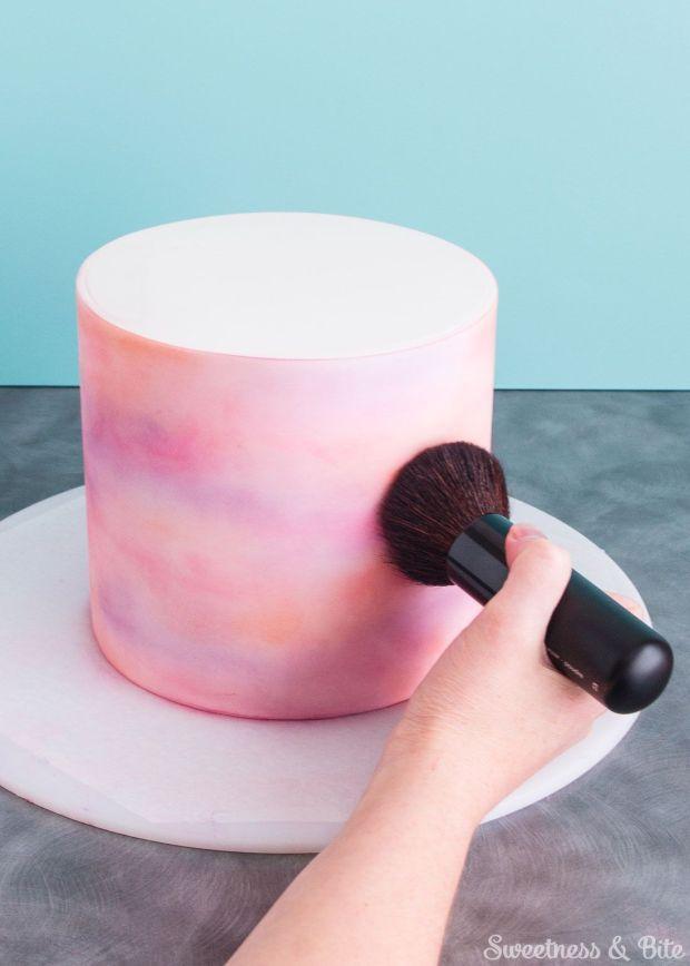 Simple-Watercolour-Cake-Tutorial-Dusting-4