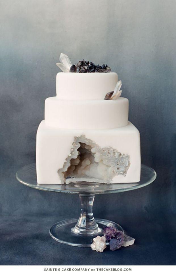 winter_white_wedding_cakes_1.jpg