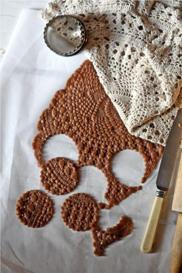 Doily-Cookies-for-the-Cookie-Swap-2013.jpg