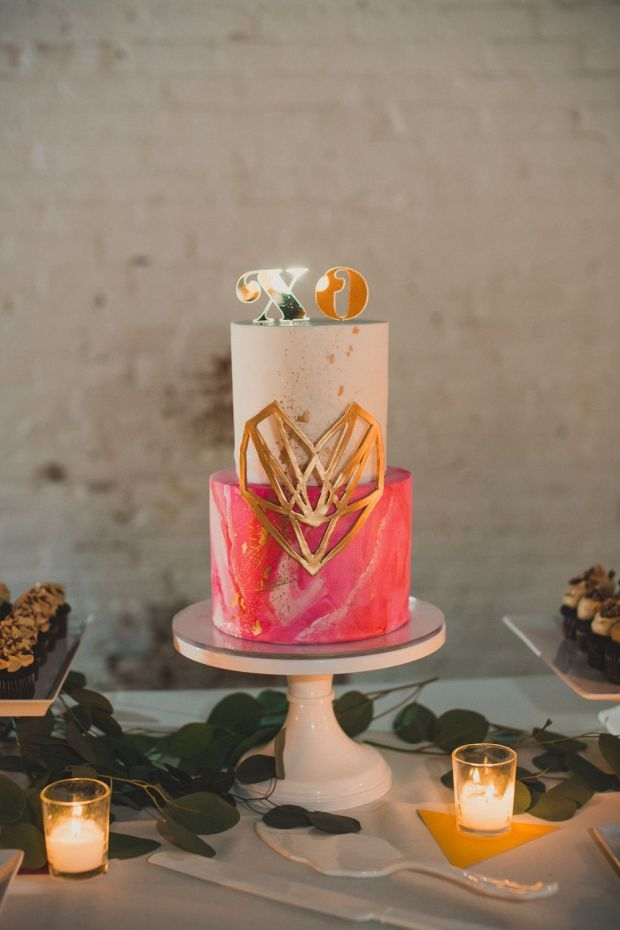 Hot+pink+art+inspired+wedding+cake