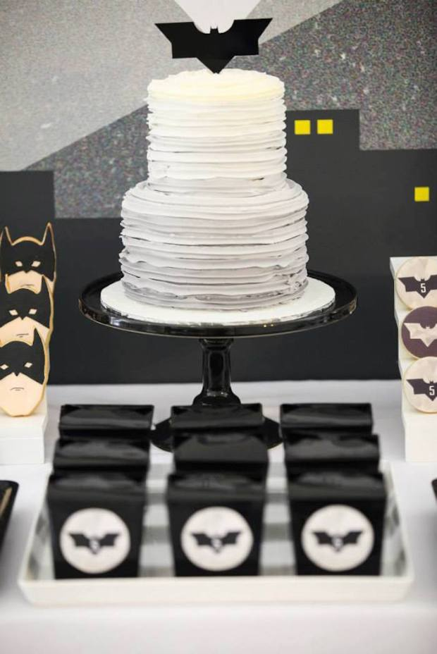 Modern-Batman-Birthday-Party-via-Karas-Party-Ideas-KarasPartyIdeas.com8_