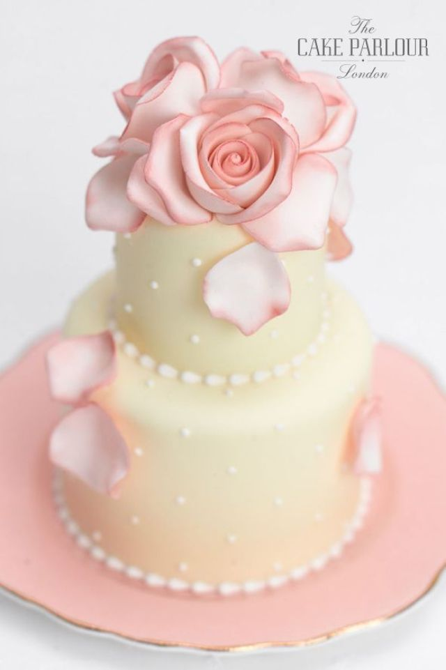 miniature-rose-wedding-cake-1