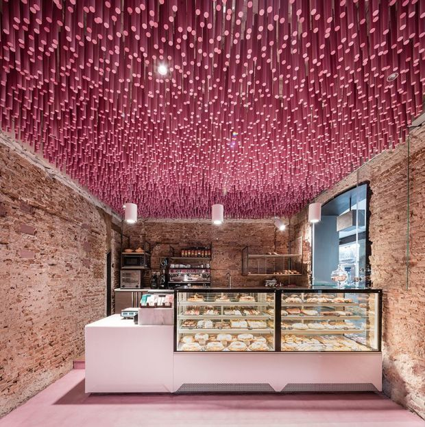 ideo-arquitectura-madrid-bakery-art-installation-strawberry-sticks-designboom-03.jpg