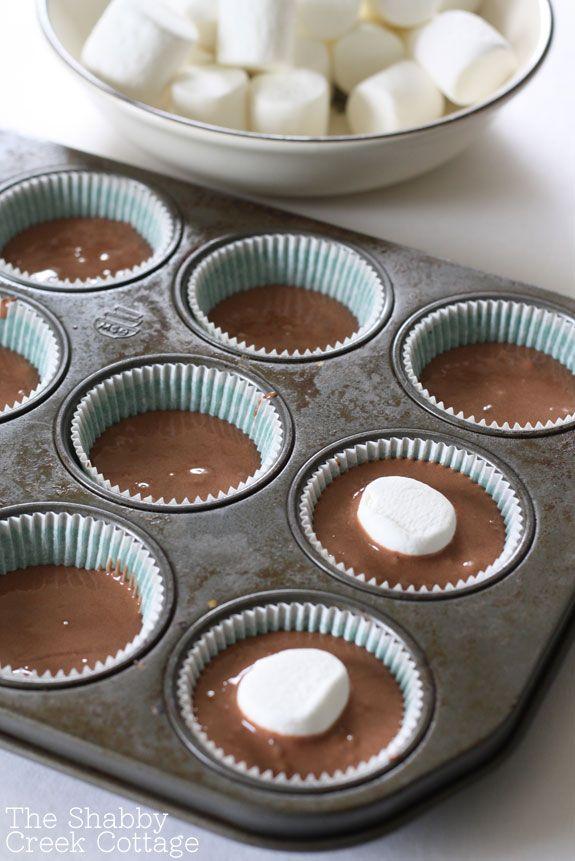marshmallow-filled-cupcake