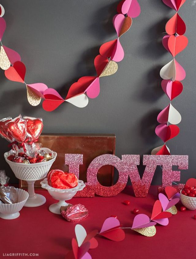 Valentines_Decor_Paper_Hearts.jpg