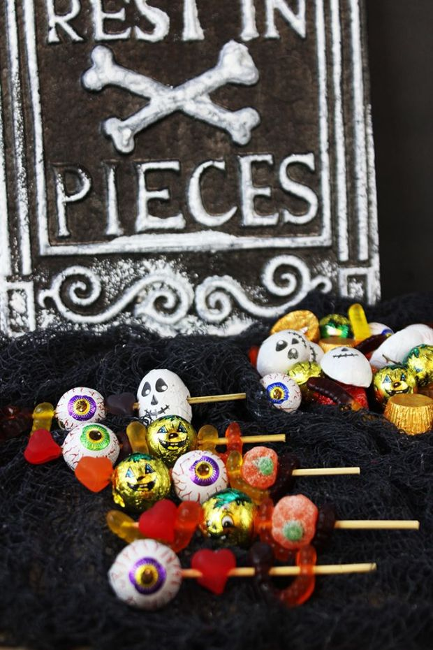 halloween-spooky-candy-skewers