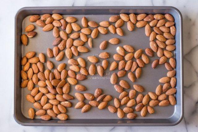 Homemade-Almond-Butter-1