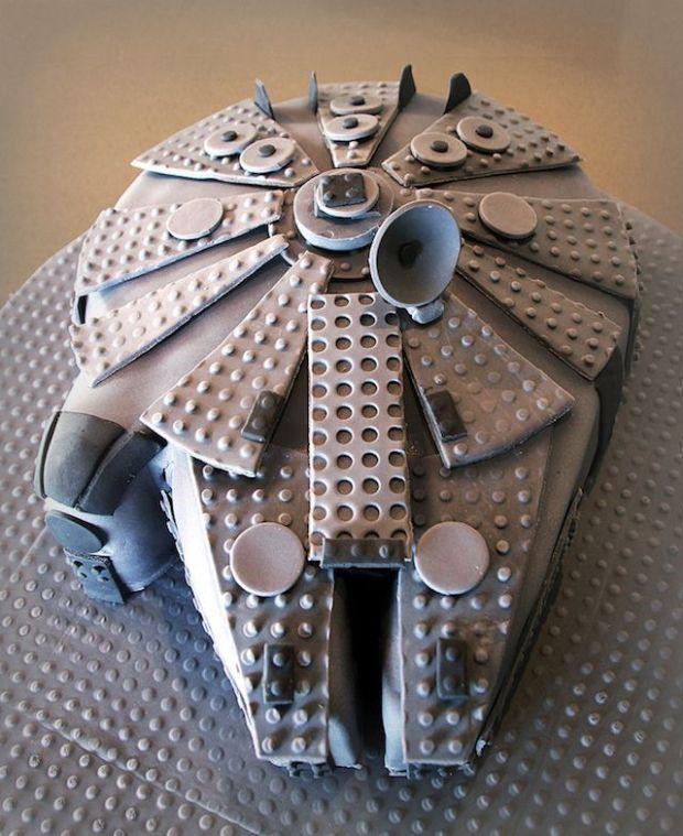 lego_millenniumfalcon_cake_1 (1)