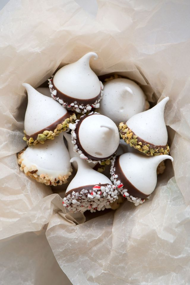 Ghirardelli-Chocolate-Dipped-Holiday-Meringues-Now-Forager-Teresa-Floyd-Photography.jpg