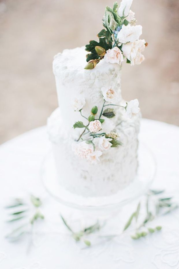White-wedding-cake2.jpg