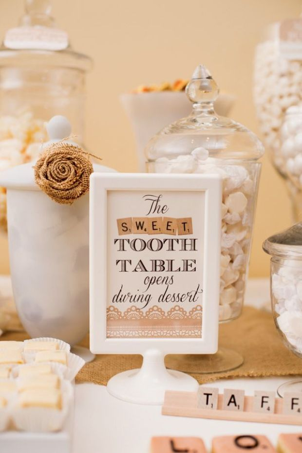 scrabble-dessert-table-sign