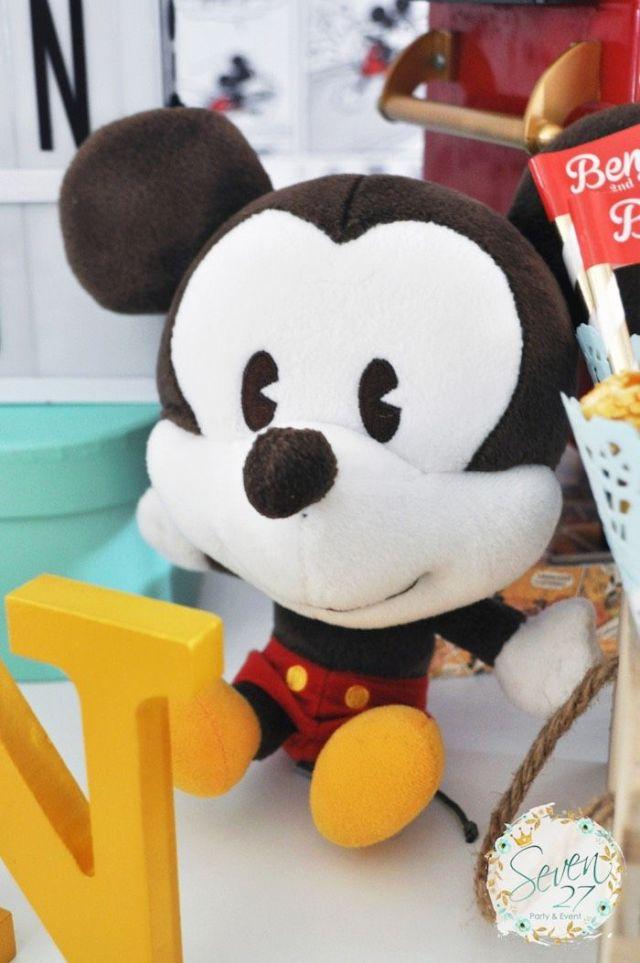 Vintage-Mickey-Mouse-Themed-Birthday-Party-via-Karas-Party-Ideas-KarasPartyIdeas.com6_.jpeg
