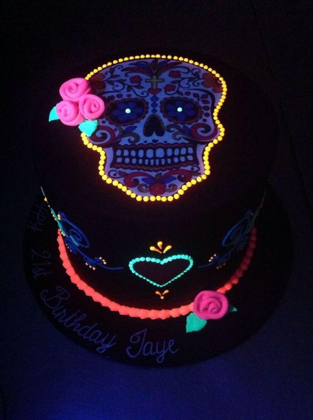 900_8242929qn3_day-of-the-dead-skull-halloween-theme-cake.jpg