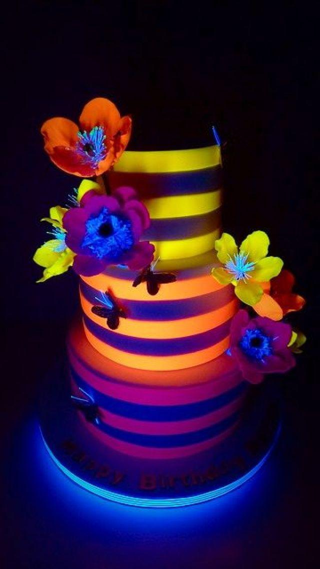 Aurora's Cake with Black Light (1)