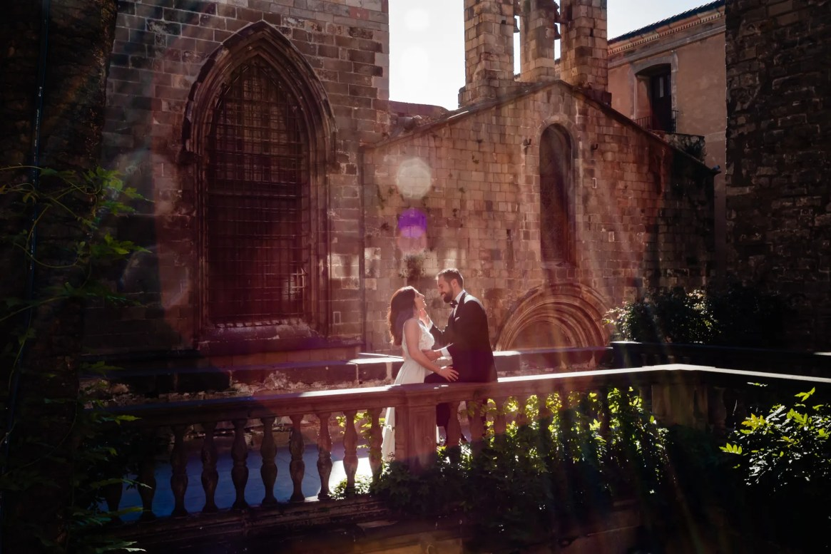 LuzdeBarcelona-boda-fotografo-postboda-gotico-Barcelona-11