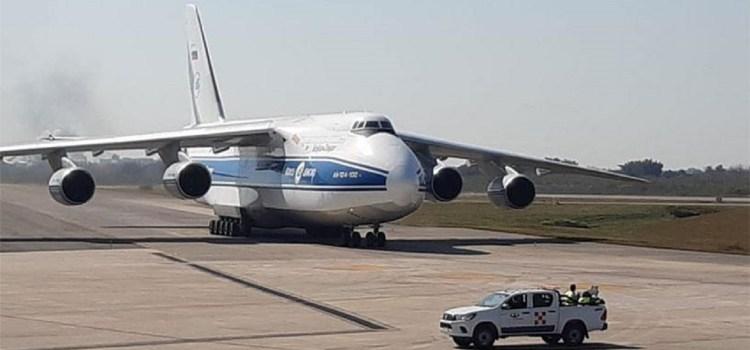 El avión de carga más grande del mundo aterrizó en Tucumán