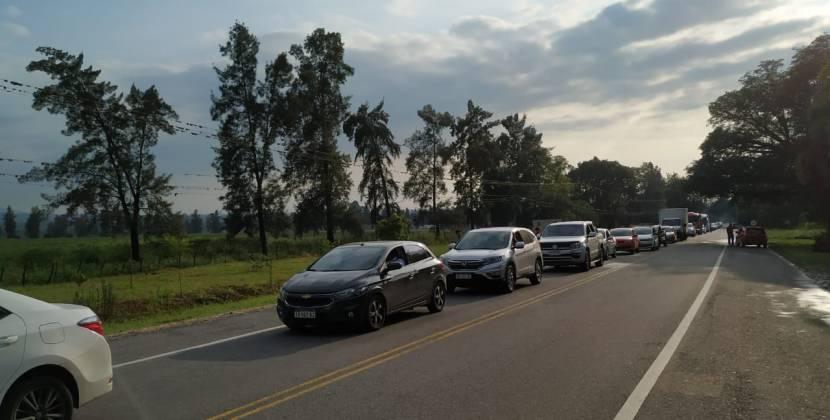 Alrededor de 200 autos esperan que se habilite la ruta 307