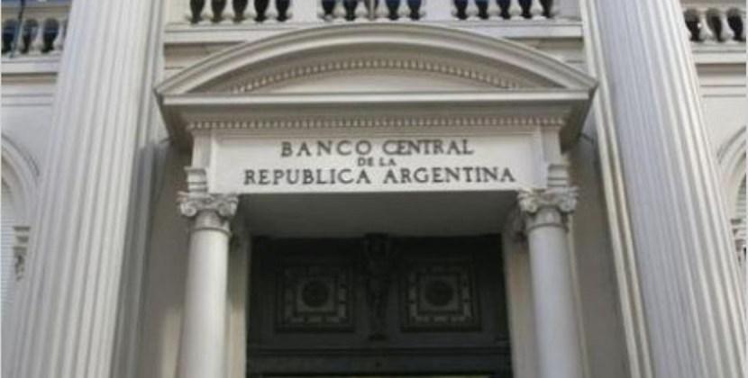 El Banco Central salió a vender por primera vez en el año para frenar suba del dólar