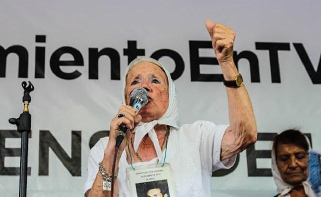 """Fuertes críticas de Nora Cortiñas contra Alberto Fernández por sus dichos acerca de los militares: """"Es un negacionista"""""""