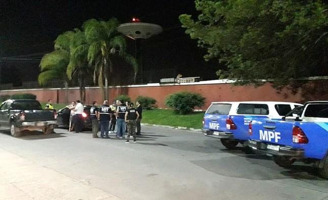 El Manantial: Un hombre recibió un mortal disparo dentro de un auto y aprehendieron al conductor