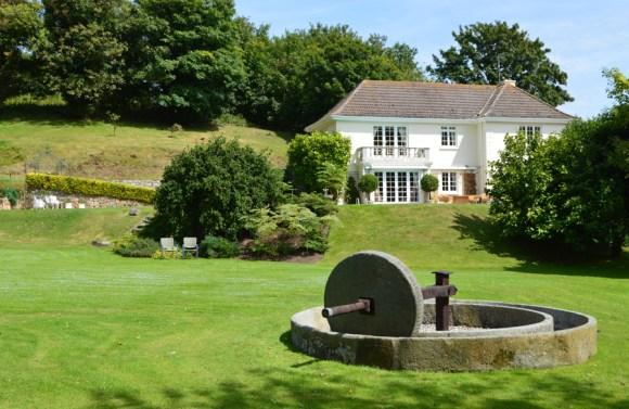13 Longueville Manor Jersey