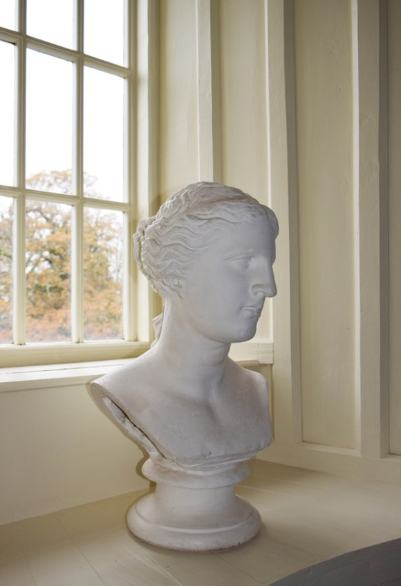 Huntington Castle Bust © Lavender's Blue Stuart Blakley