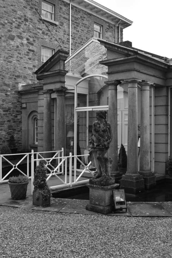 Marlfield House Portico © Lavender's Blue Stuart Blakley_edited-2