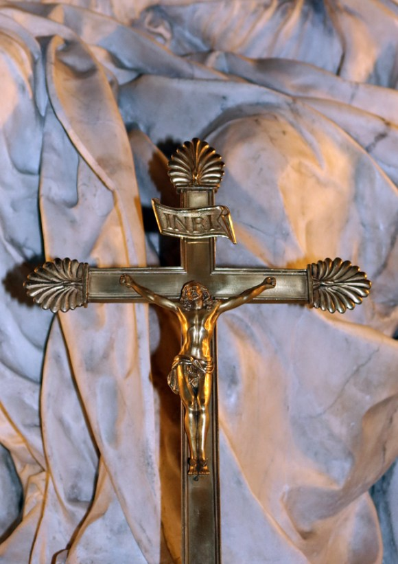 St Paul and St Louis Church Cross Le Marais Paris © Lavender's Blue Stuart Blakley