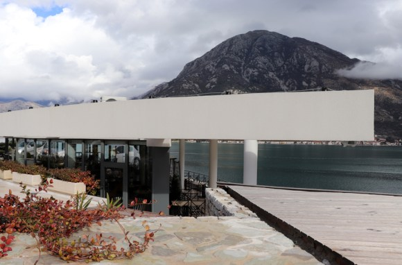 vertige-65-restaurant-architecture-montenegro-c2a9-lavenders-blue-stuart-blakley-1