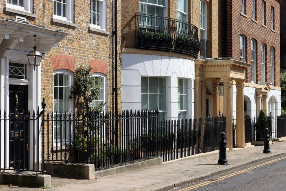 Cheyne Walk Chelsea London © Lavender's Blue Stuart Blakley