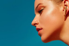 How to Shrink, Shape and Elevate Your Jawline, According to the Pros