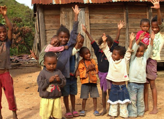Children of Anevoka are excited about their new library (photo © J. Bankson/LVDI International)