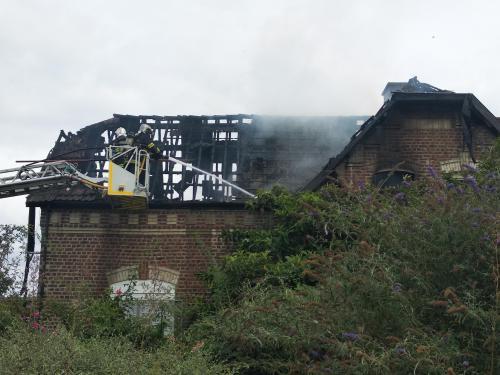 deux adolescents en cause dans l incendie de deux maisons a dechy