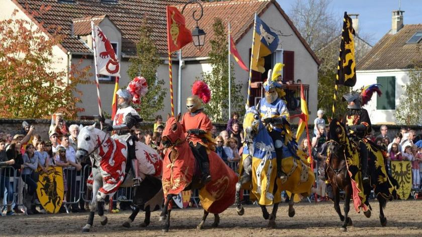 Les combats de chevaliers font partie des animations phares de la fête.