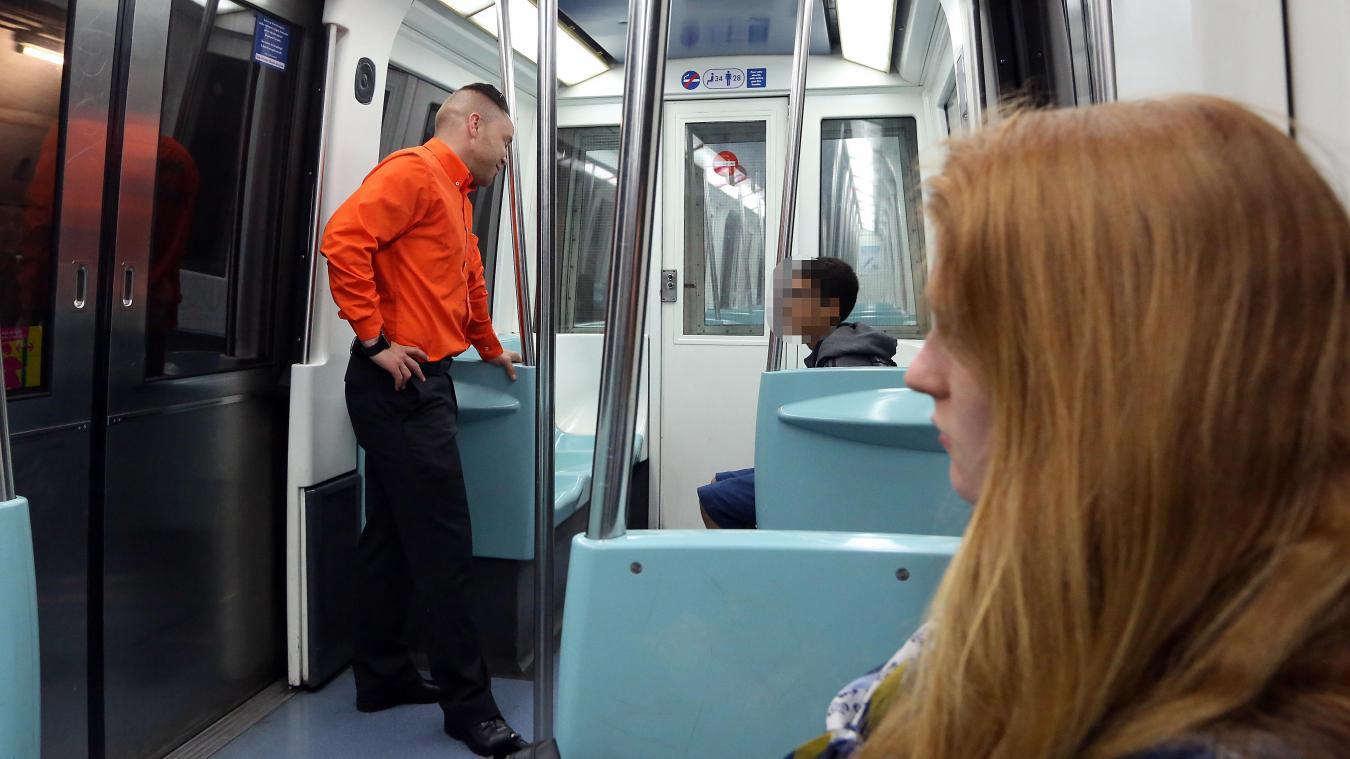 Le nombre de médiateurs sera drastiquement réduit à partir du 1 er  avril dans les transports en commun de la métropole. PHOTO HUBERT VAN MAELE