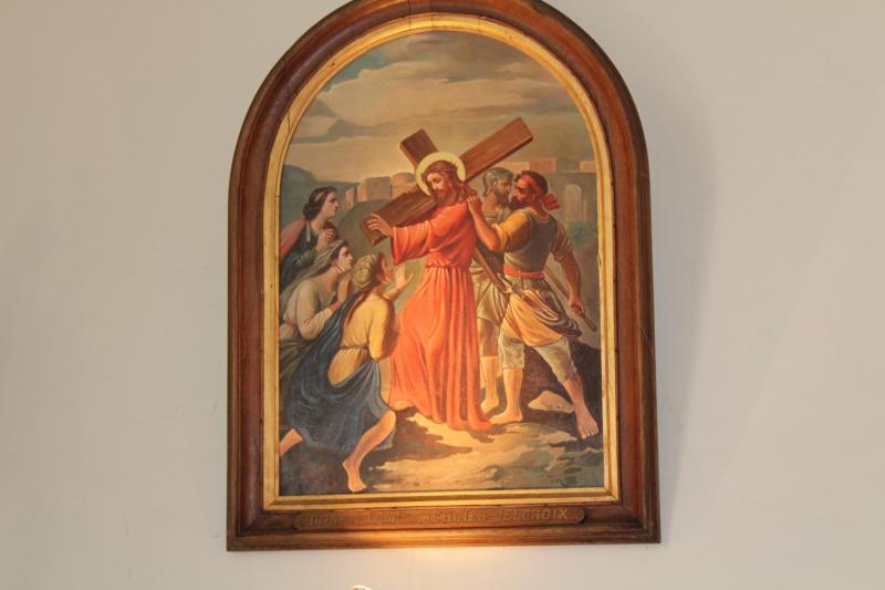 Les tableaux de l'église, stations 7 et 8 du Chemin de Croix ont été restaurées.